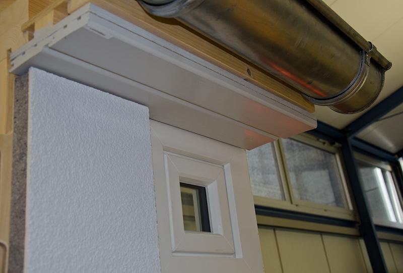 Dachvorsprung Holzteile lichtgrau