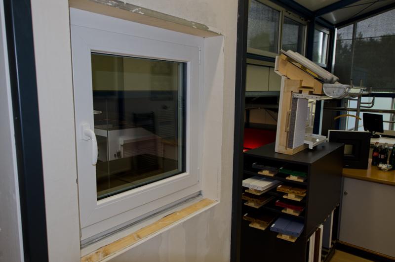 Fenster weiß und Musterdach