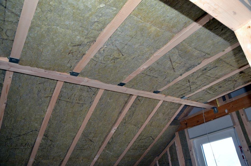 Dachschräge und Decke fertig gedämmt
