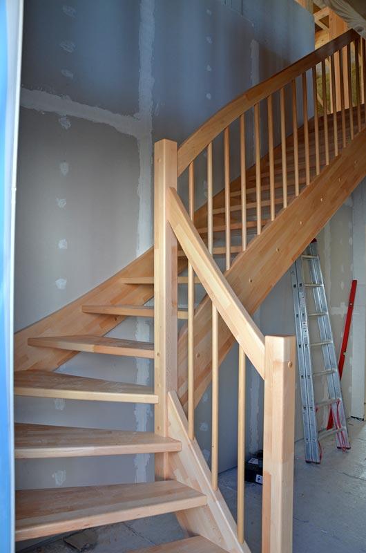 Relativ Tag 48: Die Holztreppe ist eingebaut – Heim am Main NK48
