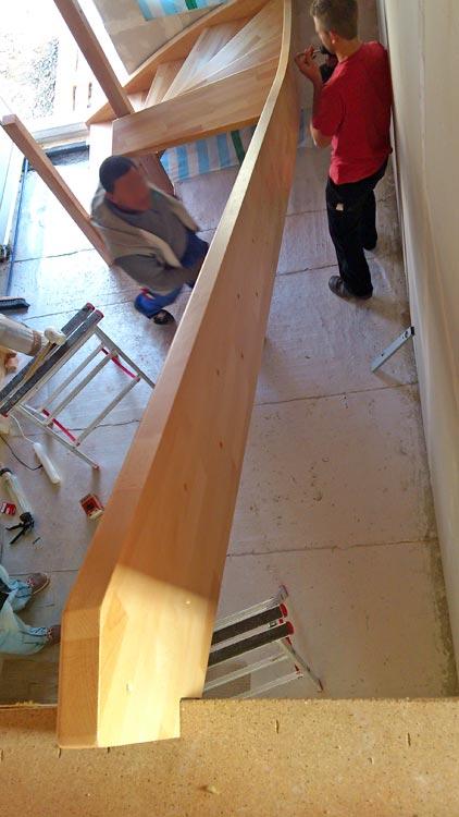 tag 48 die holztreppe ist eingebaut heim am main. Black Bedroom Furniture Sets. Home Design Ideas
