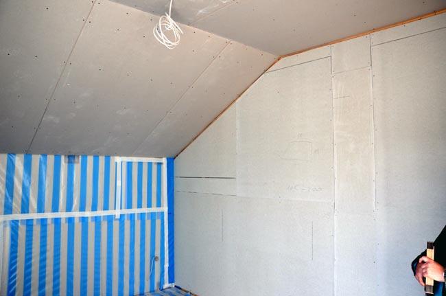 Schlafzimmer mit Fermacell-Wand zur Ankleide