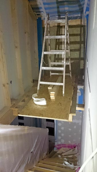 Palettengerüst im Treppenhaus (Nahansicht)