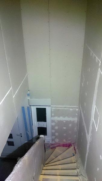 Treppenhaus mit Rigipsplatten beplankt