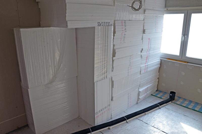 Dämmmaterial für Fußbodenheizungsaufbau im Arbeitszimmer