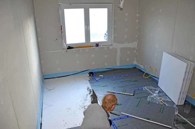 Arbeitszimmer: Fußbodenheizungsstyropor mit Schüttung