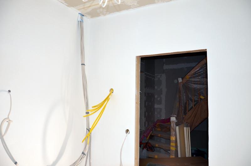 Hausanschlussraum Rollputz Türseite