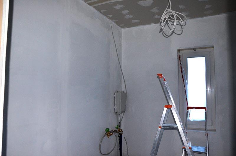 Hausanschlussraum Wände mit Sperrgrund morgens