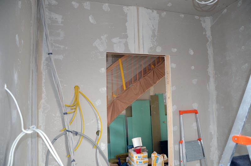 Hausanschlussraum gespachtelt Türseite am Folgetag