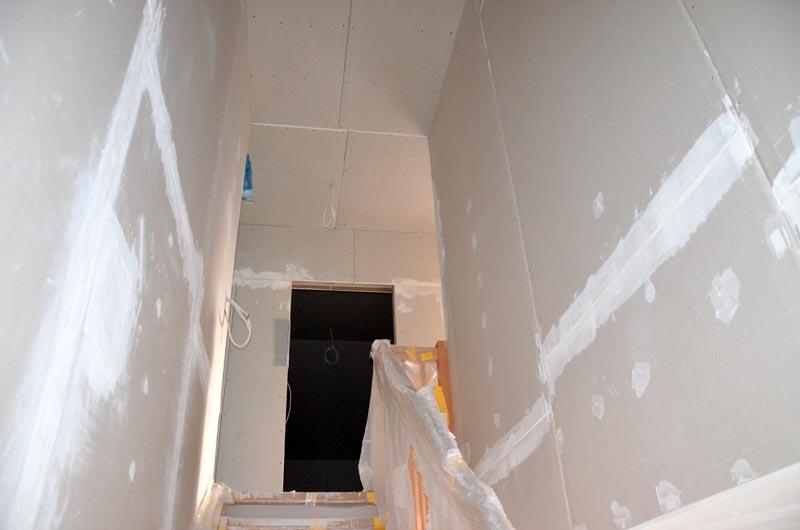 Treppenhaus nach mehreren Spachtelgängen