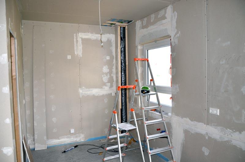 geflickter Kabelbruch und Steckdosen sowie Lichtkabelklemme in Küche