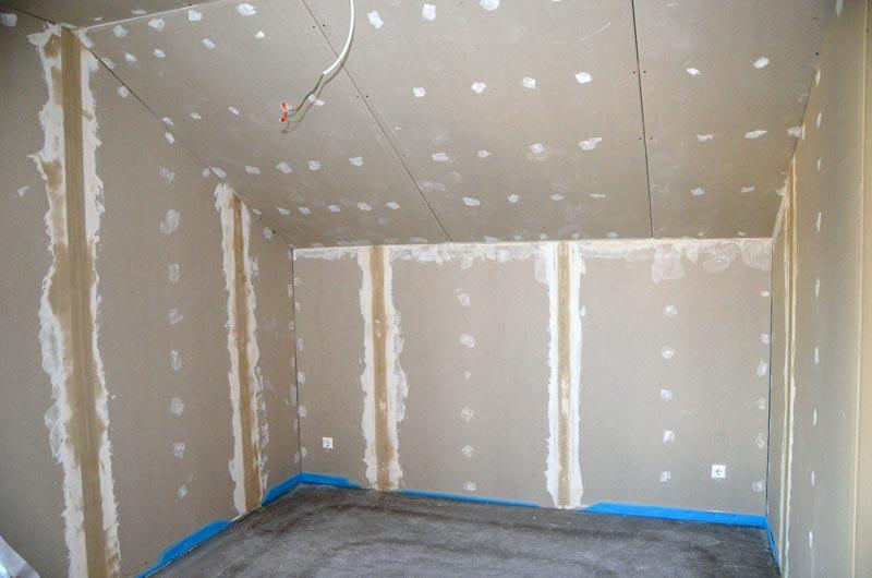 Schlafzimmer-Wände gespachtelt (Freitag)
