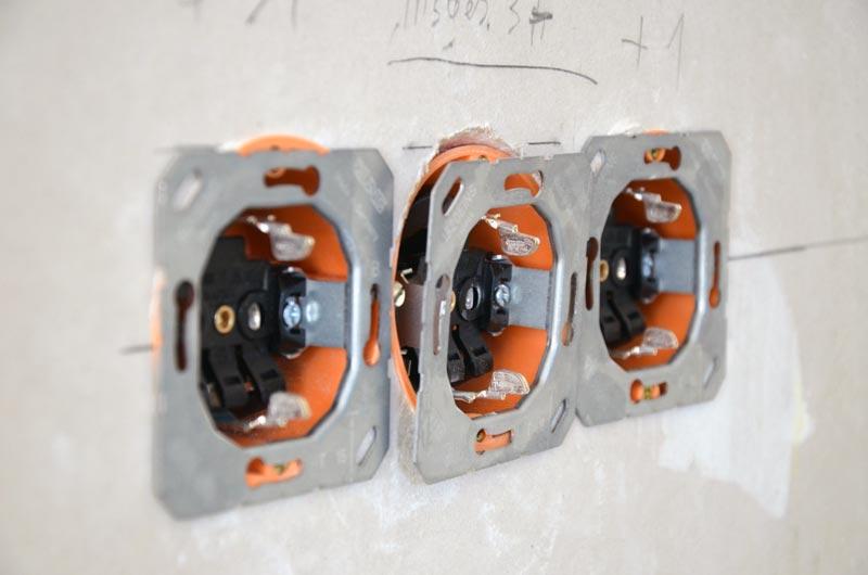 3er-Steckdose ohne Blende und Rahmen