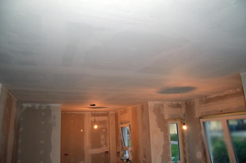 Decke in Wohnzimmer-Esszimmer-Küche- mit Sperrgrund