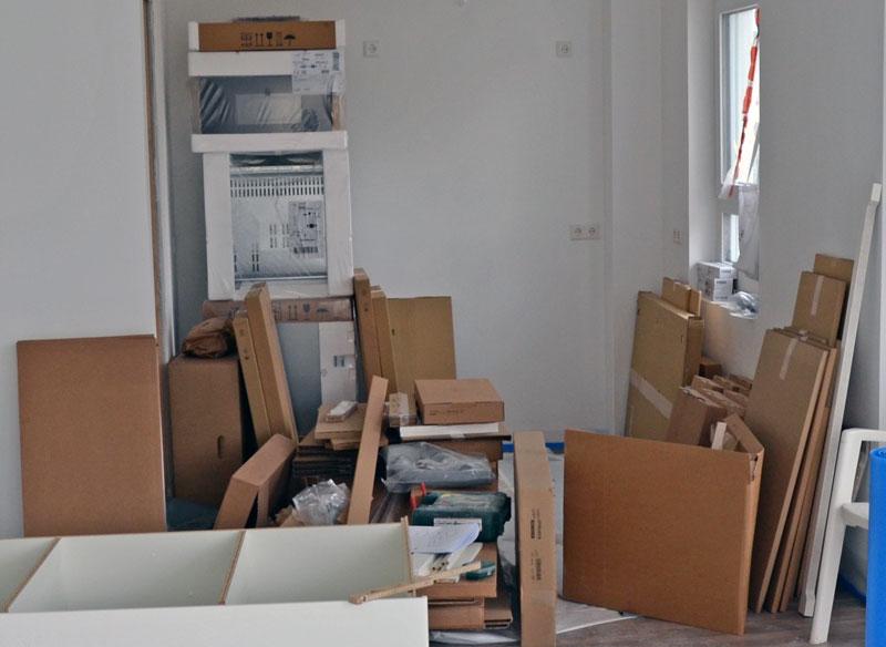 Ikea-Küchenlieferung in Einzelteilen