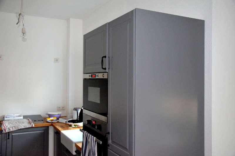 Küche mit Sichtblende am Hochschrank
