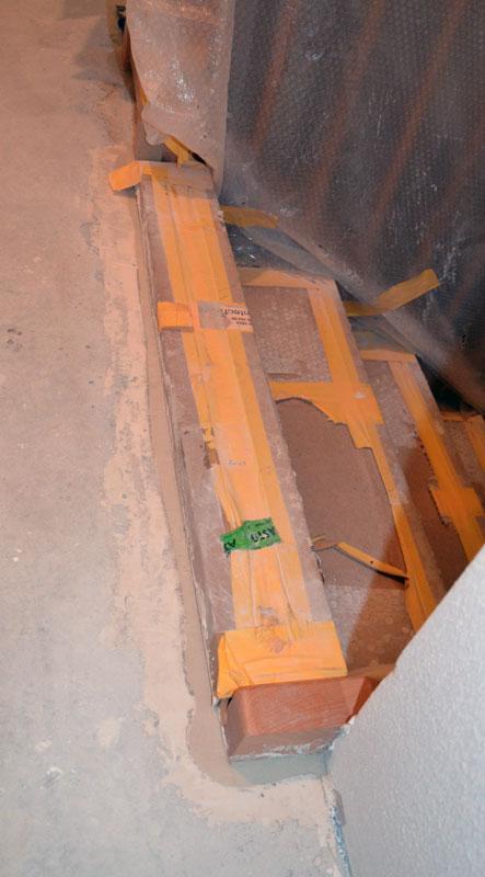 Treppe mit zugespachtelter Estrich-Lücke-
