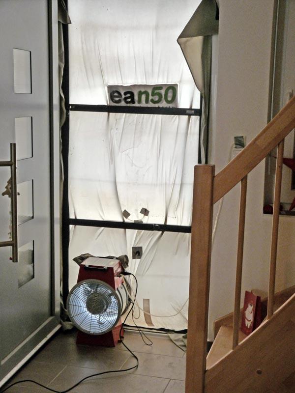 Blower-Door-Test Messaufbau an der Haustür
