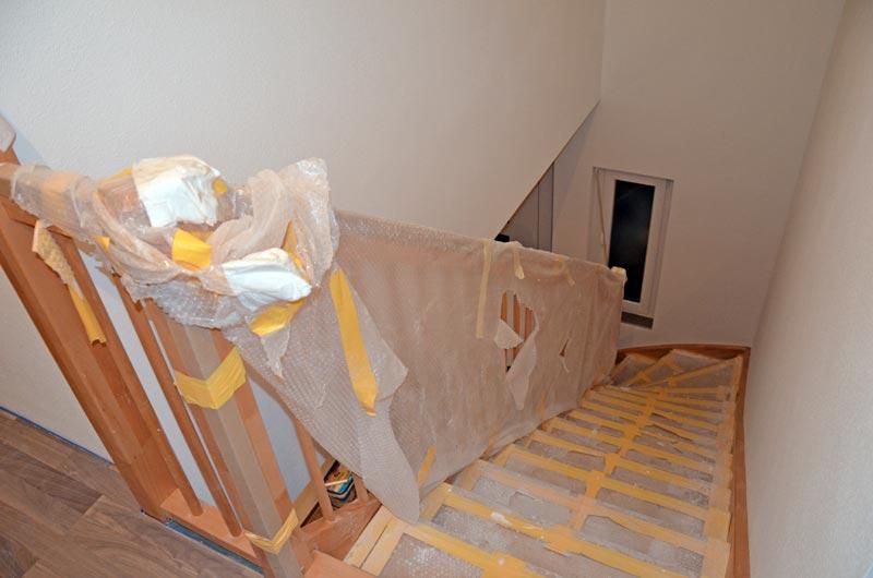 Treppengeländer eingepackt