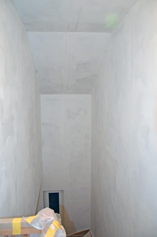 Treppenhaus nach zweitem Spachtelgang über Gesamtfläche