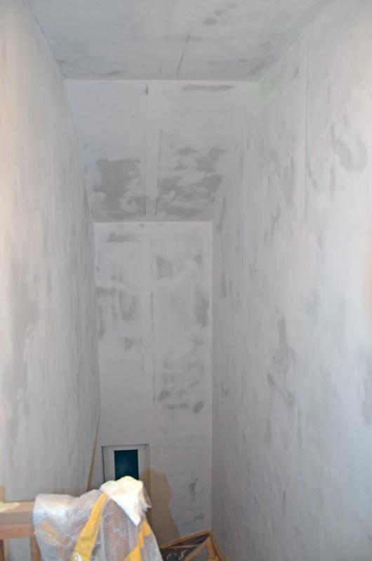 Treppenhaus gespachtelt und geschliffen