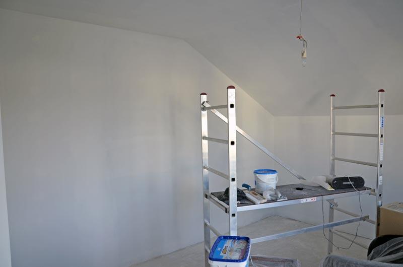 Gästezimmer: Sperrgrund an Wänden und Decke