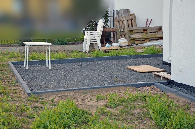 Die geschotterte Terrasse vorm Pflastern