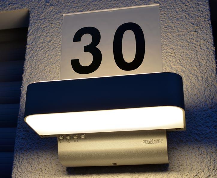 Außenleuchte Steinel L 820 LED iHF mit Hausnummer